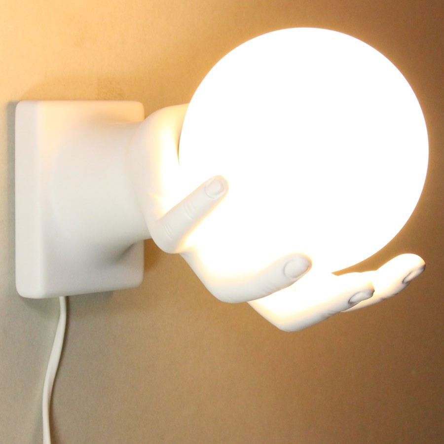 Lige ud Lampe globe dans la main Antartidee - murale ou à poser - blanc mat RK07