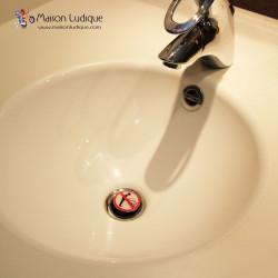 bouchon clapet de lavabo pluggy wenko interdit de faire pipi. Black Bedroom Furniture Sets. Home Design Ideas