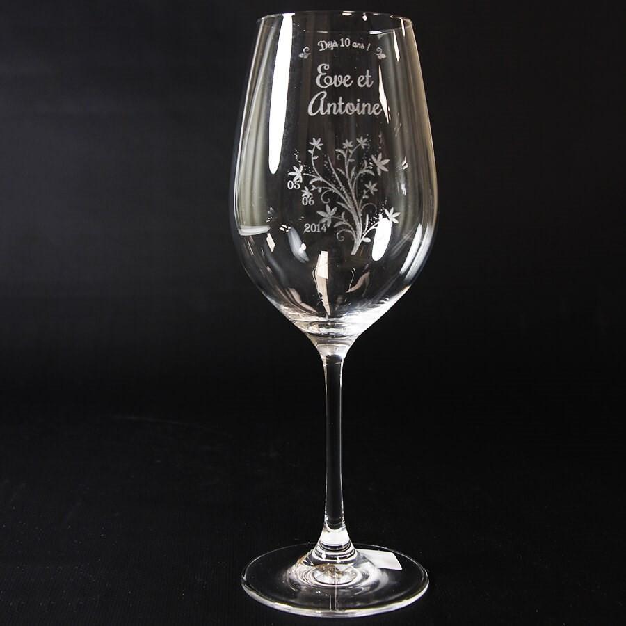 verre vin grav et personnalis pour anniversaire de mariage. Black Bedroom Furniture Sets. Home Design Ideas